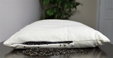buckwheat pillows comfysleep buckwheat pillow review sleepopolis