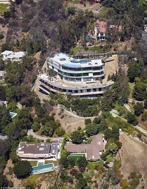 mohamed hadid house gigi and bella hadid s father mohamed forced to demolish part of his bel air mega