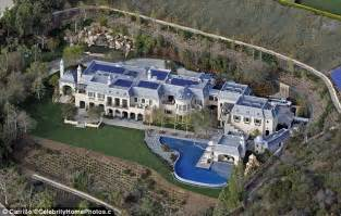 tom brady house boston gisele bundchen and tom brady list 50m la fortress mansion after spending five year