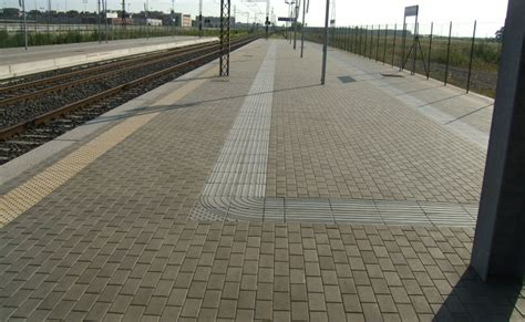 pavimenti tattili percorsi tattili tipo loges stazione fiera di roma