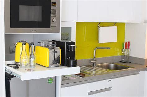 wählen sie die richtigen küchenschrank griffe wohnzimmer farbe grau lila
