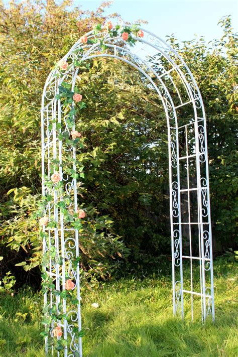 Wedding Arch Uk by Decorative Arch For Hire For Hertfordshire Weddings