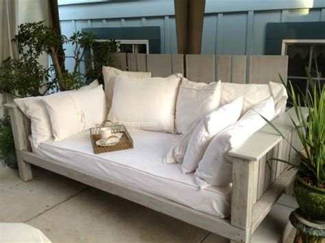 Daybed Outdoor Furniture Best 25 Outdoor Daybed Ideas On Pinterest Outdoor Furniture Outdoor Sectional And Patio Bed