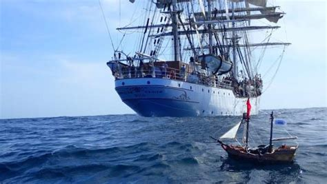 barco pirata famobil un barco pirata de playmobil cruza el atl 225 ntico