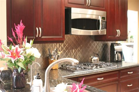 kitchen backsplash ideas for cherry cabinets