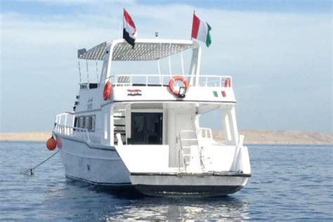 Island Semi Boot giftun insel hurghada schnorchelausflug mit dem boot