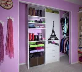 simple walk in closet design