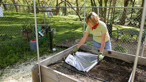 Mulch In Your Vegetable Garden Beyond The Basics Organic Vegetable Garden Silver