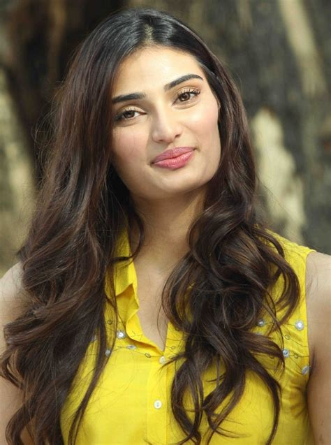 a picture of a athiya shetty pictures