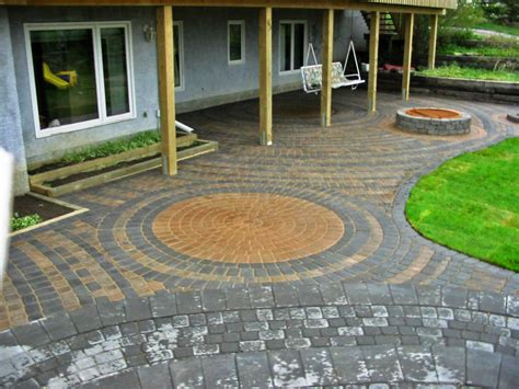 Paving Ideas For Backyards by Build Chic Pavers Backyard Ideas Patio Design