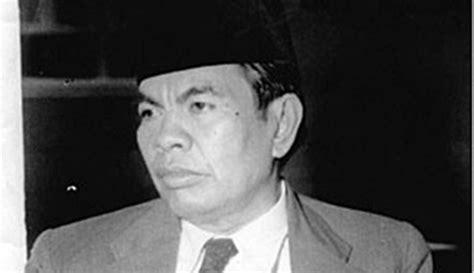 biography muhammad yamin dalam bahasa inggris sejarah perkembangan tulisan dan bahasa yang dipakai di