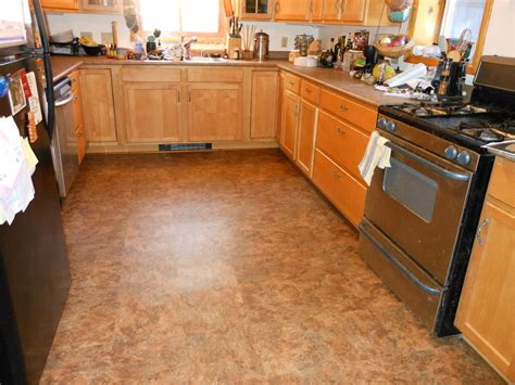 Types Of Kitchen Flooring Ideas by Kitchen Floor Tile Designs For A Warm Kitchen To