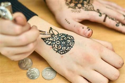 schwarzes henna tattoo abmachen 1125 besten tattoos bilder auf
