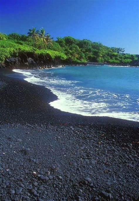 black sand beaches hawaii black sand beach hawaii places pinterest