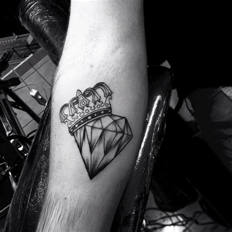 69 magnificent crown tattoo ideas for people who are