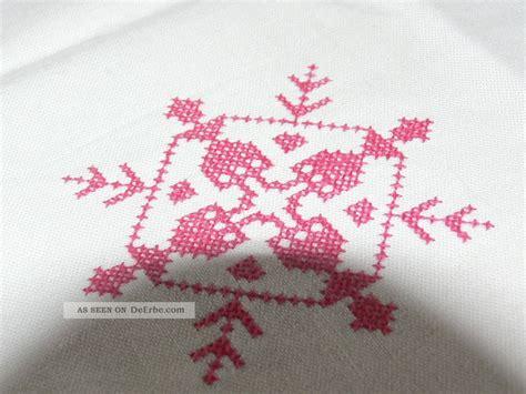 tischdecken im landhausstil bestickte mitteldecke im landhausstil mit stickerei