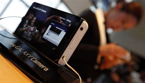 Samsung Kamera Bisa Keluar galaxy s4 zoom ponsel kamera pertama 10x zoom tekno
