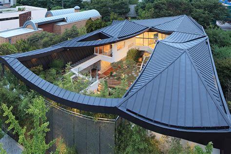 Modern Home Design Korea by Stunning South Korean Courtyard Home Balances Tradition