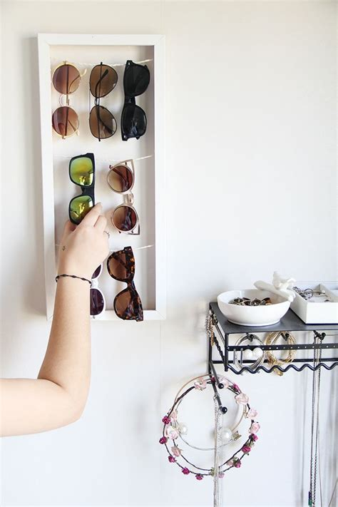 Sunglasses Rack Diy by Best 25 Sunglasses Holder Ideas On Diy Sunglass Holder Sunglasses Storage And