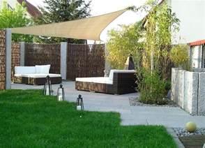gartengestaltung terrasse mit weidenflechtwerk und polyrattan modern gestalten