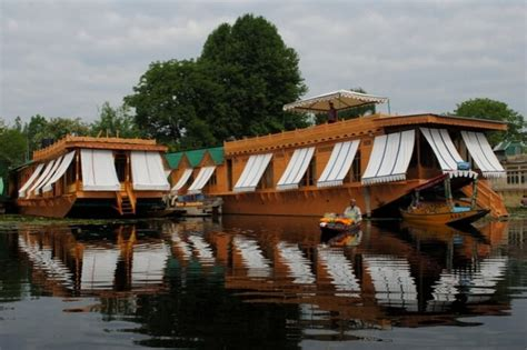 house boat of kashmir 15 best houseboats in kashmir a treat for nature buffs