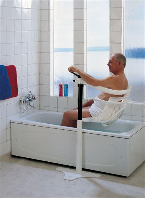 schwenklift badewanne badewolke schwenklift f 252 r badewannen badewolke