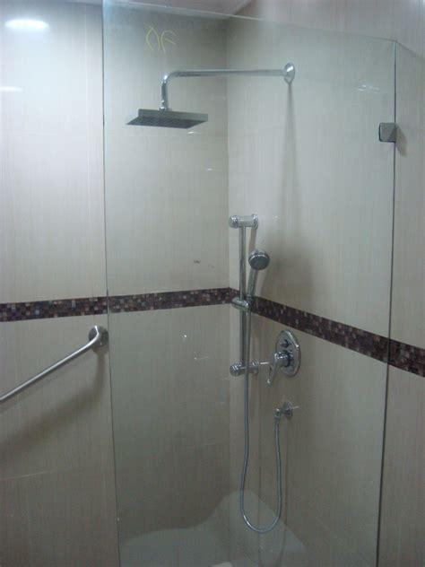 cristal templado en puerta de regadera y puerta de pvc con aglomerado puertas en cristal templado para duchas