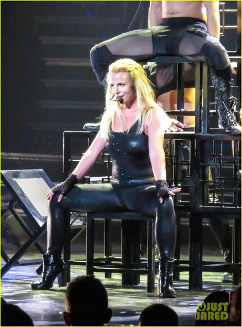 Britneys Falls Out by Hair Extensions Fall Out While Performing