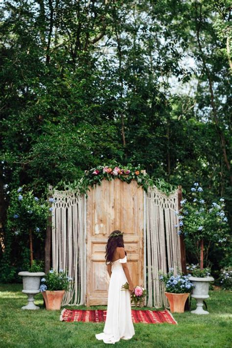 Wedding Altar Backdrop by 33 Boho Wedding Arches Altars And Backdrops To Rock