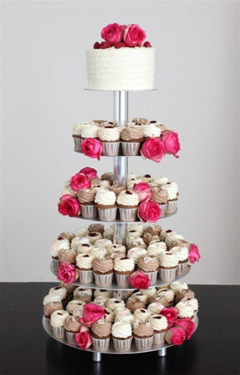 Etagere Cupcakes Hochzeit by Etagere Torte Mit Cupcakes Hochzeitstorten Zum Bestellen