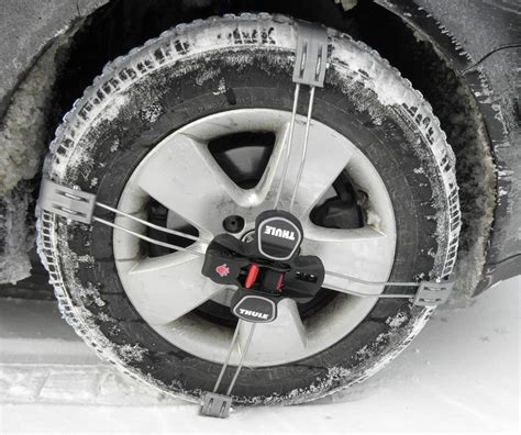 thule premium  tensioning snow tire chains diamond pattern  link  summit size