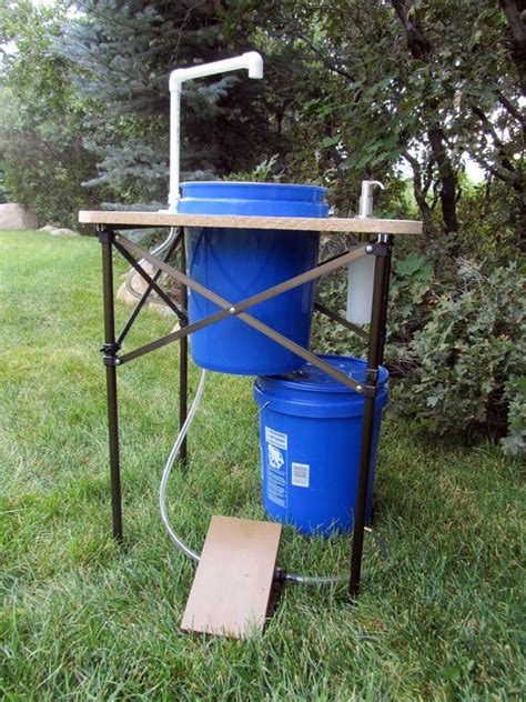 deluxe camp sink   outdoor experience  clean