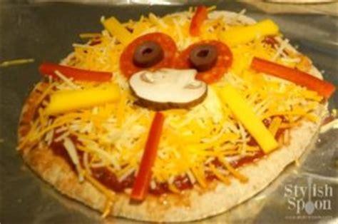 Kids Parties :: Jungle Theme Lion Pita Pizzas   Stylish Spoon