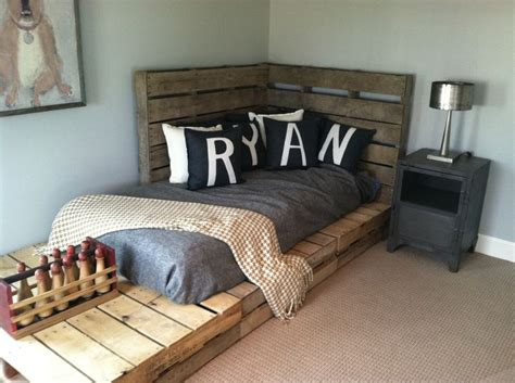 pallet headboard for bed headboard for bed using pallets this could work until we get bunk beds it even says
