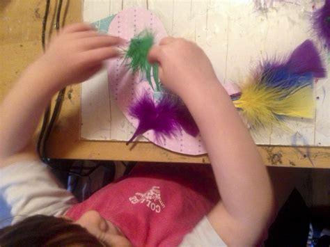 Come Fare Un Uccellino Di Carta by Come Fare Un Uccellino Di Piume Colorate Con I Bambini