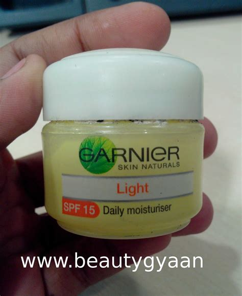 Daily Light Garnier Skin Naturals Light Daily Moisturiser Spf 15