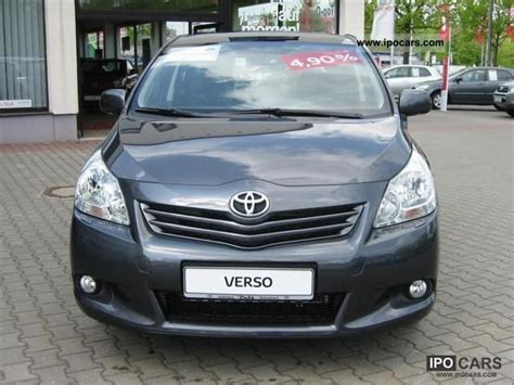 7 Seater Cars Toyota Verso 2011 Toyota Verso 1 8 Liter 6 Speed 7 Seater Car Photo