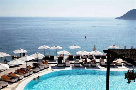 Glamorous Romance Mykonos Wedding   Elia Beach