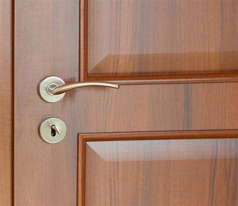 Lackieren In Der Wohnung by Furnierte T 252 Ren Streichen 187 Anleitung In 3 Schritten