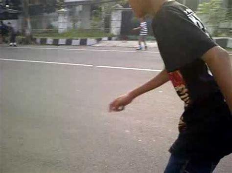 Sepatu Roda Jalan Sendiri bermain sepatu roda di jalan