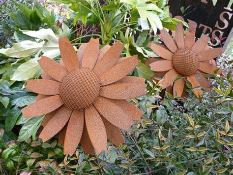 objet en fer ou metal rouille peut etre la decoration parfaite pour votre jardin archzinefr