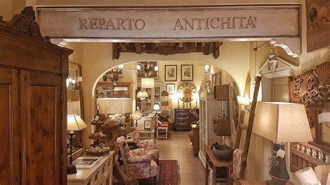 arredamento stile toscano mobili e oggetti di cui una parte recuperata con laccature