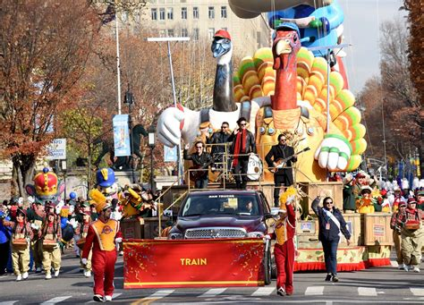 new year parade tst singles out macy s thanksgiving day parade as