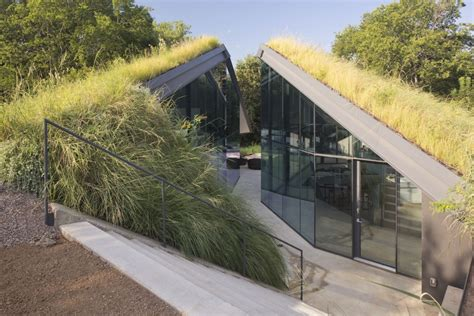 texas glass wall house uncrate exploring the world of green roofs and underground homes