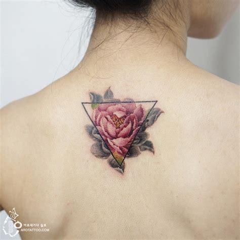 tattoo oriental espiral sem contorno tatuadora coreana parece criar na pele