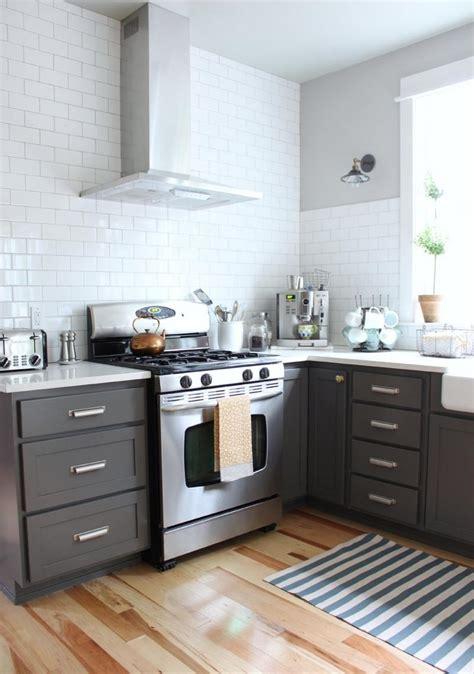 cuisine blanche laqu馥 sans poign馥s cuisine laqu blanc cuisine ancienne repeinte en blanc