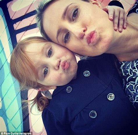 Dsse Am Selfie 28 000 meet the princess of instagram she sips mocktails by the