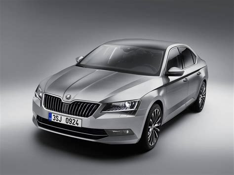 2016 skoda superb spied in india