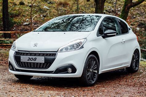 Www Peugeot 208 Peugeot 208 Black Edition Adds More Style Starts From 163