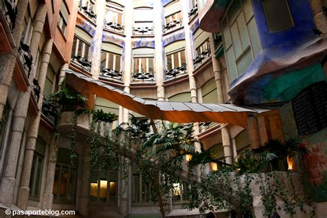 casa patio interior barcelona interiores de la pedrera gaud 237 barcelona